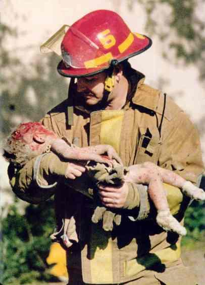 T75-155_Oklahoma-City_fireman+dead-baby_1995